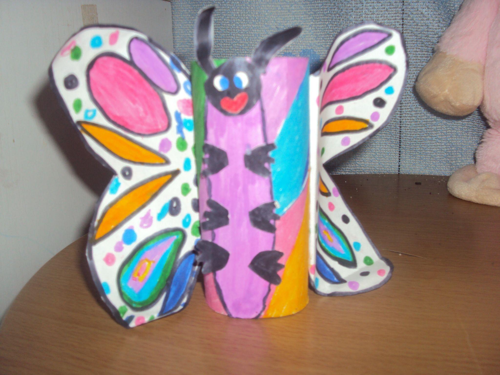 papillon fait dans un rouleau de papier toilette. Black Bedroom Furniture Sets. Home Design Ideas