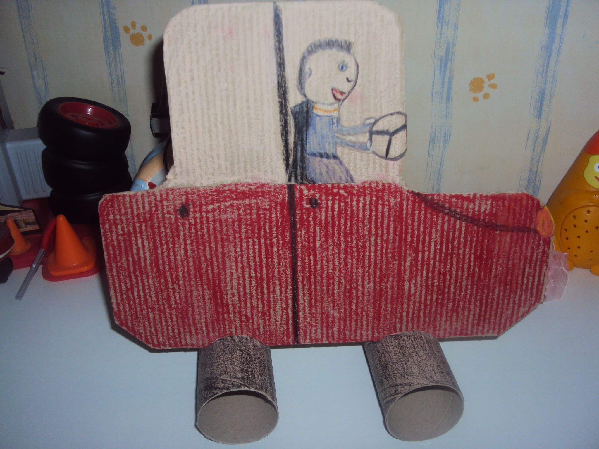 voiture en rouleau de papier toilette. Black Bedroom Furniture Sets. Home Design Ideas